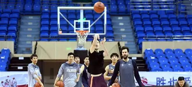 """江苏队晒众将中场投篮图:祝高考考生超""""长""""发挥"""