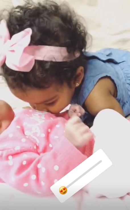 温馨!杰夫-格林妻子晒出大女儿亲吻小女儿的视频