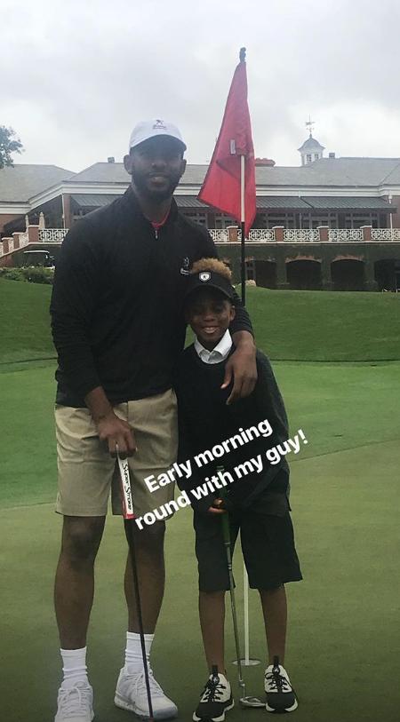 悠闲!保罗清晨带着儿子一起打高尔夫