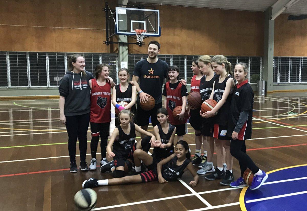 戴拉维多瓦合影澳大利亚U12女篮