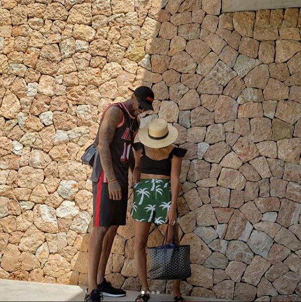 哈斯勒姆晒出自己与妻子的度假照:伊维萨岛