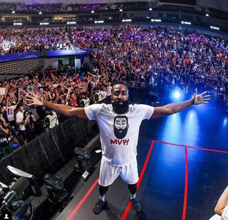 哈登展示自己在上海活动照:球迷们的爱令人难以置信