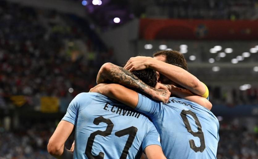 双子星!苏亚雷斯卡瓦尼导演乌拉圭88年首次世界杯4连胜