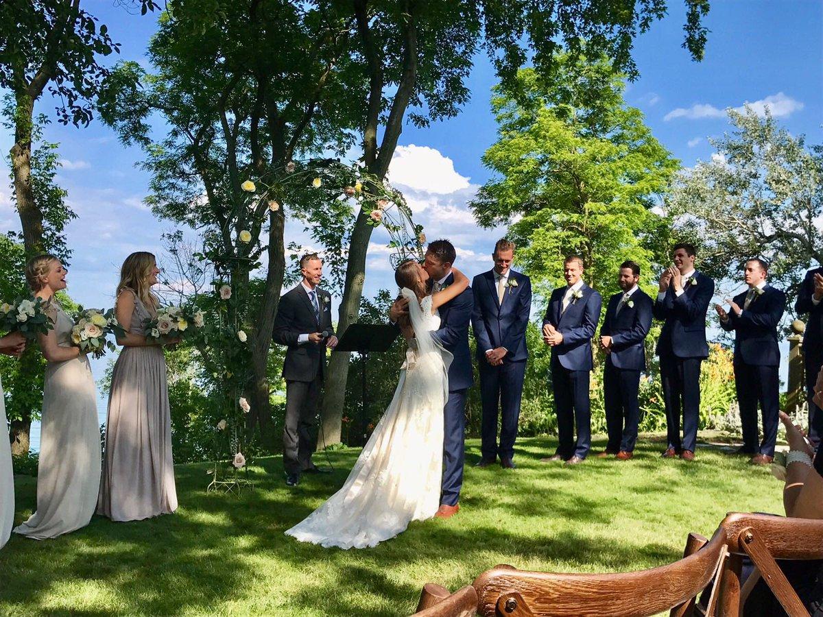 戴拉维多瓦晒婚纱照庆祝结婚一周年纪念日