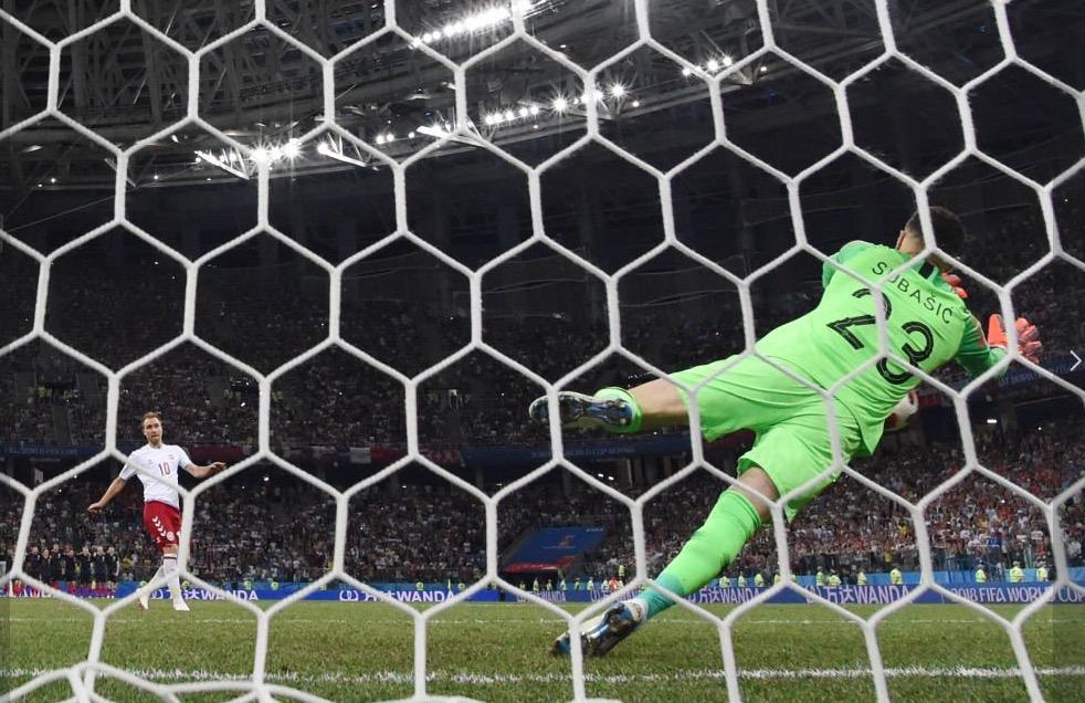 别在7月1日罚点球,世界杯史上三位门将单日三扑点球