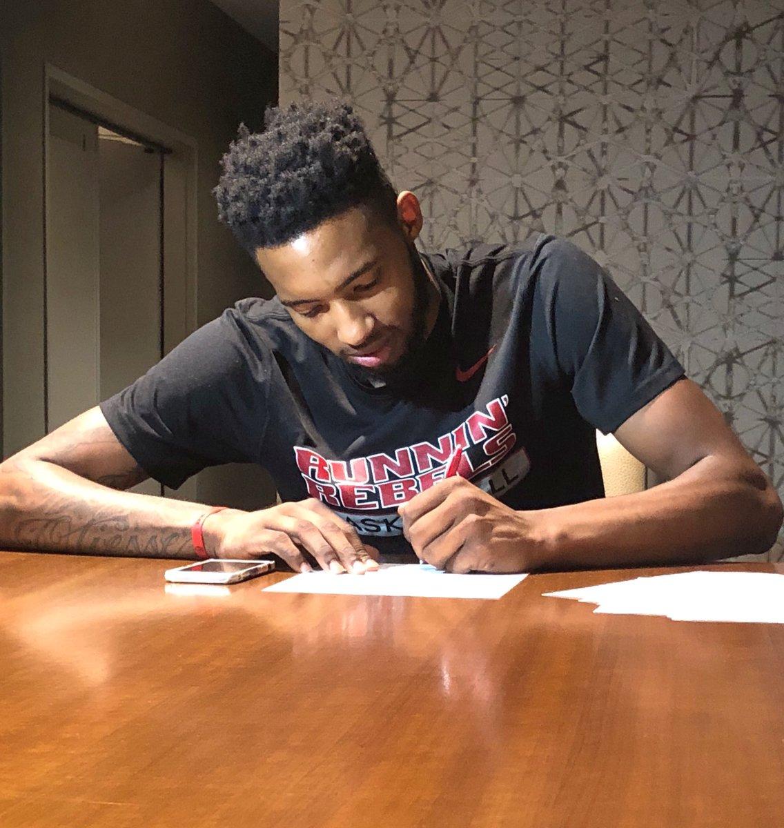 官方:热火与前锋小德里克-琼斯签下2年底薪合同