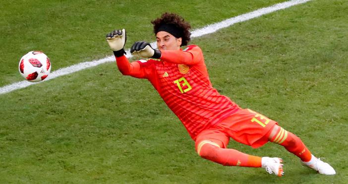 GIF:我奥乔亚真的很稳!巴西多次射门被扑
