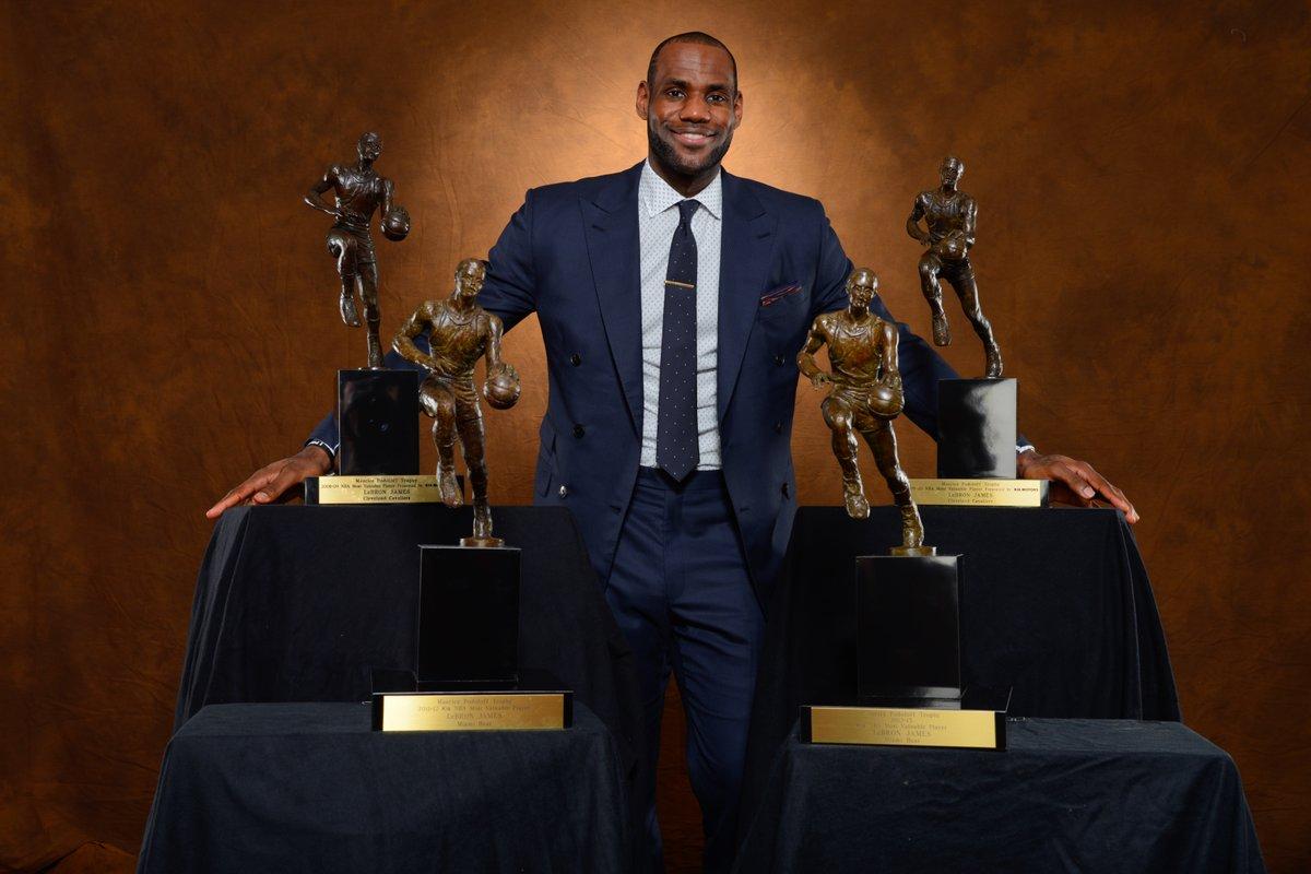 詹姆斯能否打破纪录?四大体育联盟无人在三支球队均获MVP