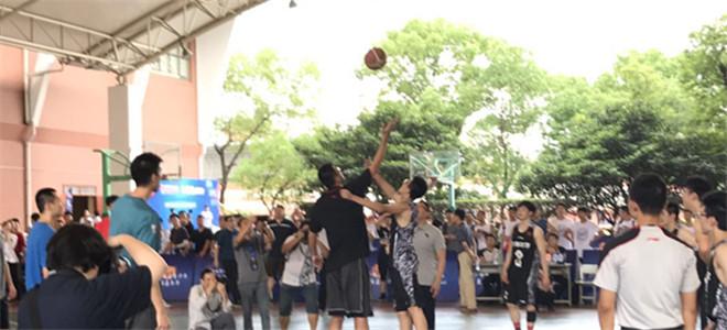 张兆旭、卢伟等球员出席青少年篮球嘉年华活动