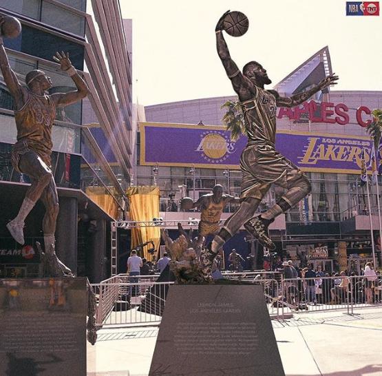 媒体发问:斯台普斯中心外最终会立起詹姆斯雕像吗?