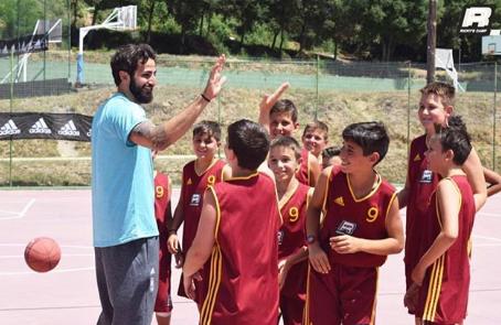 卢比奥宣布 本身与练习营中孩子们的合照