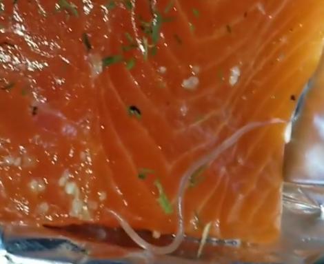 慎入!麦迪预备吃生鱼片时不测发明 寄生虫