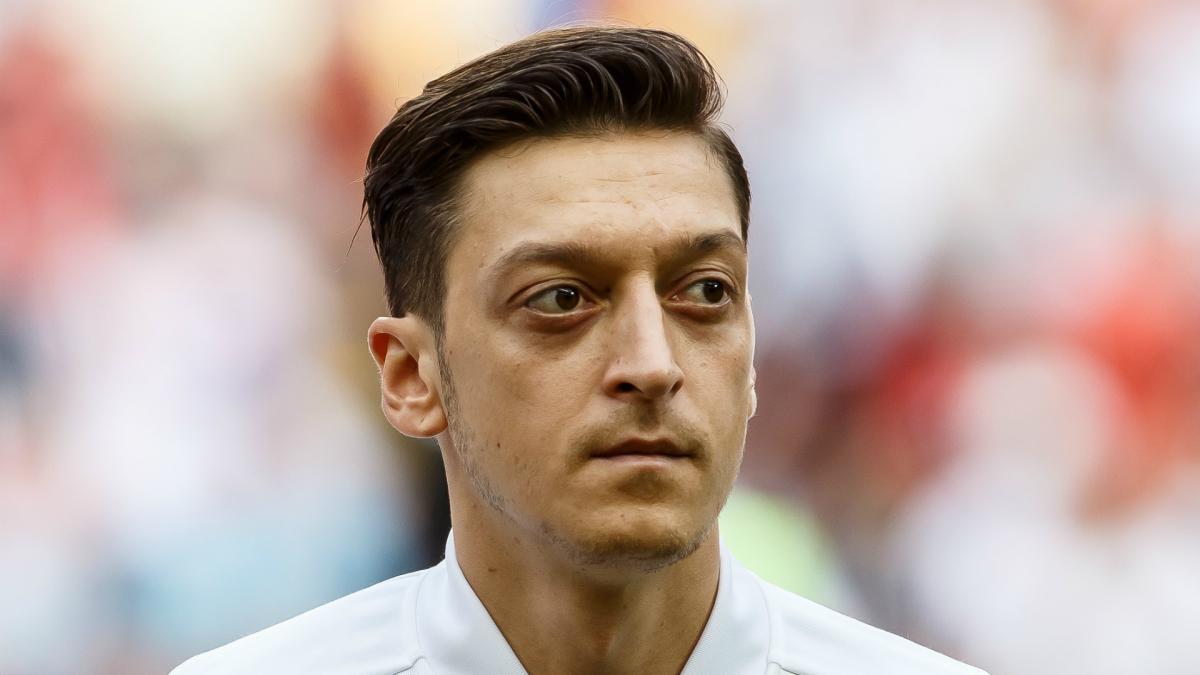 德足协主席:厄齐尔沉默令球迷失望,度假回来需作出解释