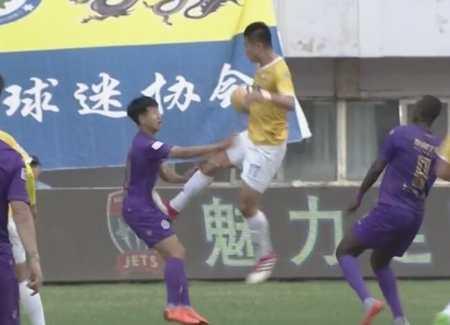 足协:故意踩踏对手腹部,申鑫球员张文涛禁赛6场