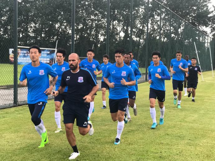 多图流:申花集结备战,荣昊回归现身训练场