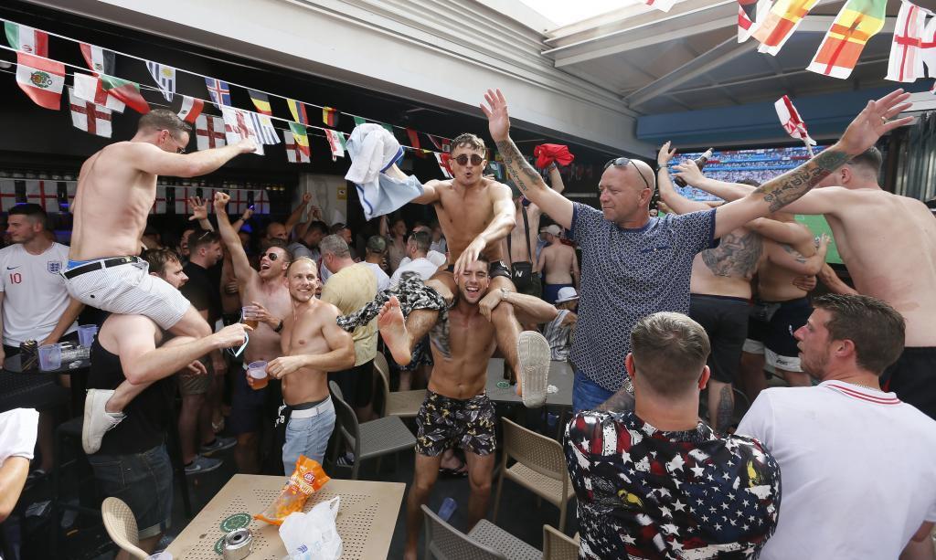 世界杯半决赛临近,西班牙警方增加人手防止出现混乱