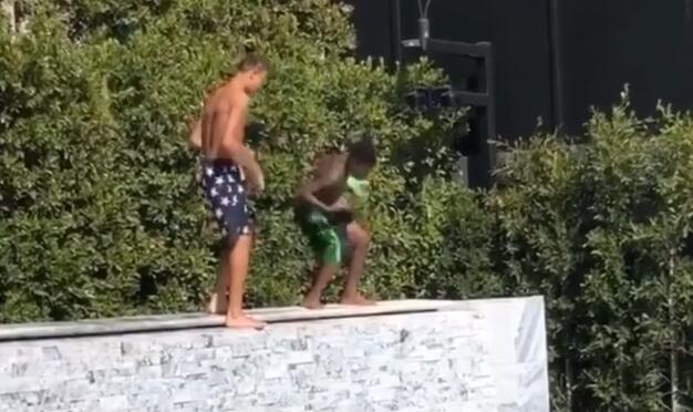 媒体晒詹姆斯儿子跳舞视频:他为儿子的表现感到无比兴奋