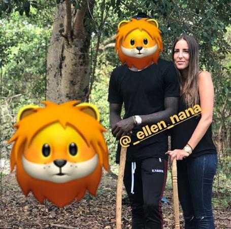施罗德与女友合影狮子:太吓人了