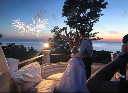 世界上最诱人的女孩德克尔晒婚礼照了我刚迎娶