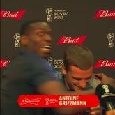 "GIF:嗨翻天!博格巴""捣乱""格列兹曼赛后采访"