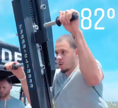 刻苦!塞思-库里展示自己进行力量训练的视频