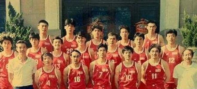 吴轲晒96黄金一代入场视频:向中国篮球的荣耀致敬