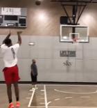 鲁迪-盖伊展示自己进行投篮训练的视频