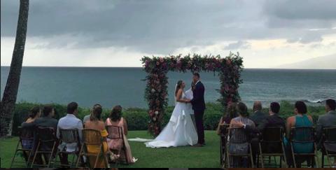 小南斯发布海边举办婚礼的照片:南斯夫人