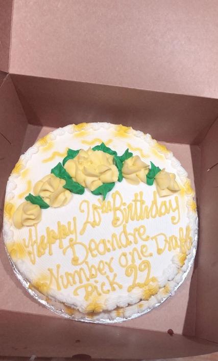 蛋糕出流口水!艾顿晒本身的诞辰