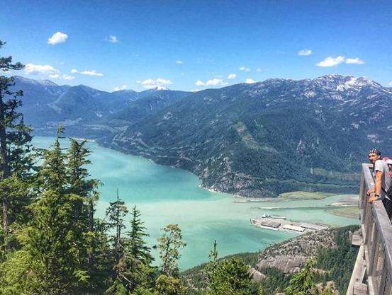 吉诺比利在温哥华海天缆车公园度假:壮观的美景