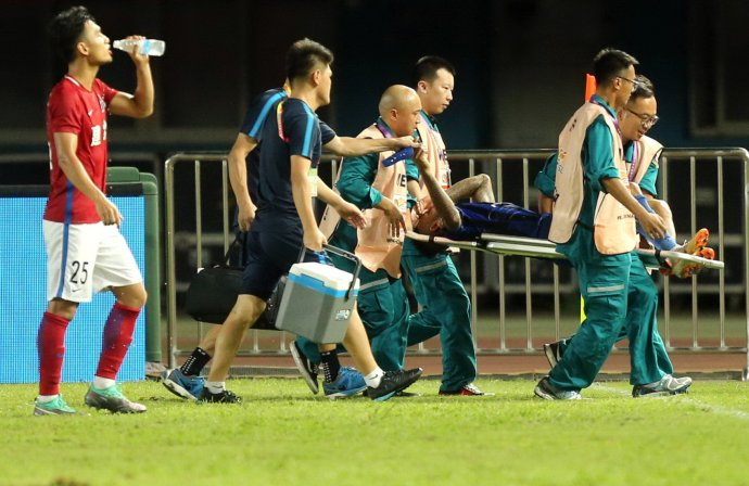 苏宁官方:特谢拉被鞋钉踢破腿部,将至医院进一步检查