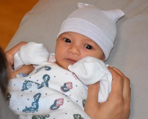 乖巧可爱!休斯顿火箭队新援迈卡威的女儿出生