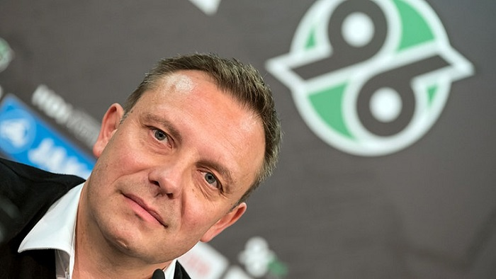 踢球者:汉诺威将与主教练布莱腾赖特续约至2020年