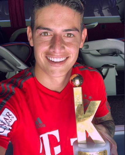 至高荣誉!J罗获评踢球者年度最佳中场奖项