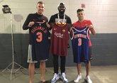 哲科与沙拉维同NBA球星小哈达威交换球衣