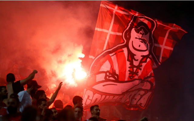 伯恩利欧联附加赛前现场外暴力,球迷被捅刀子