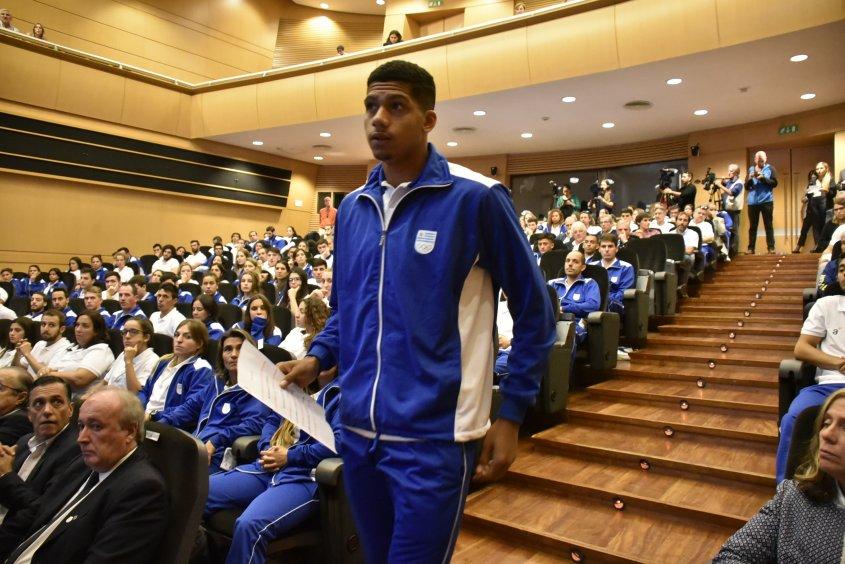 500万签下乌拉圭U20国度队长平易近族报将巴萨行队