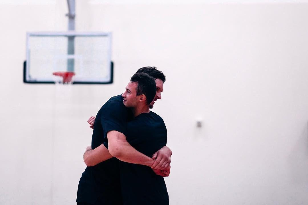 加里纳利与博班拥抱:我以为自己很魁梧,直到碰到博班
