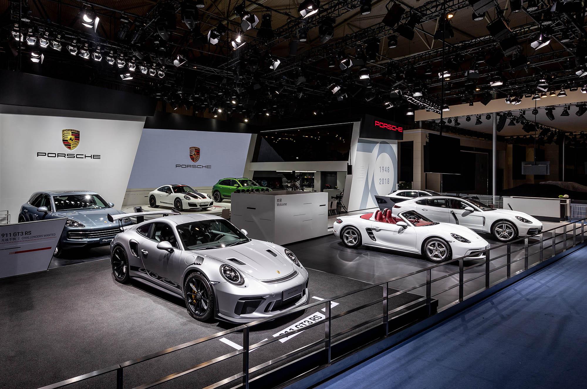 限定版911中国首发,保时捷携全系车型亮相成都车展