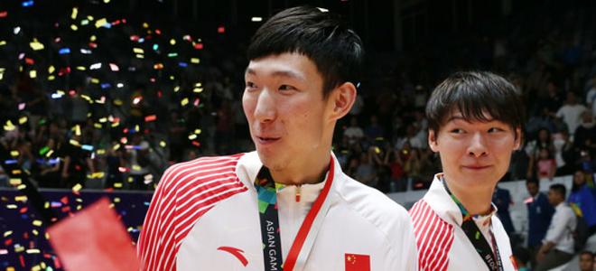红队双塔:拿回金牌很不容易,姚明耳语在说场上问题