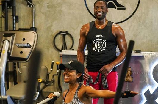 夫妻档!与妻子一起在健身房训练