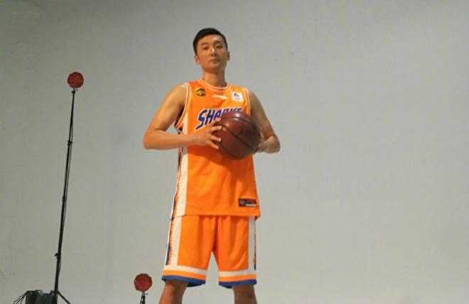 刘炜拍摄CBA新赛季宣传片,多队新球衣曝光