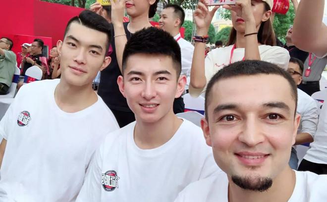 西热力江出席男篮世界杯倒计时活动:佛山欢迎您