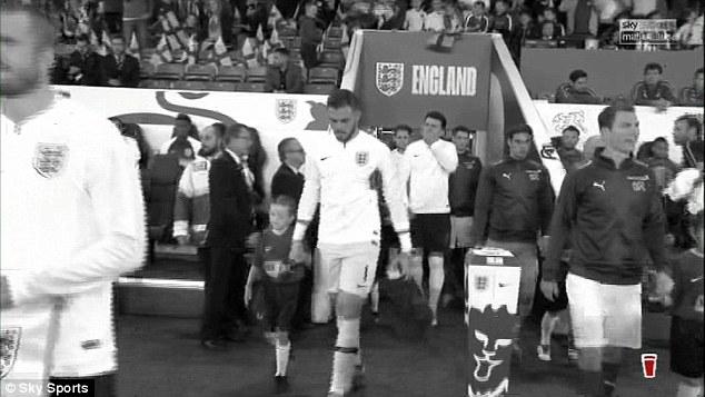 反对种族歧视!天空体育用黑白画面直播英格兰比赛