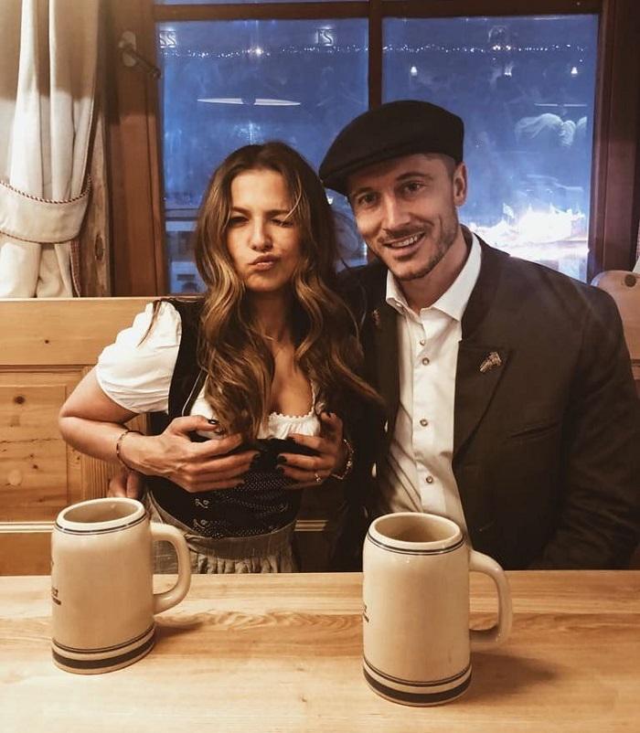 一图流:莱万和妻子安娜参加慕尼黑啤酒节