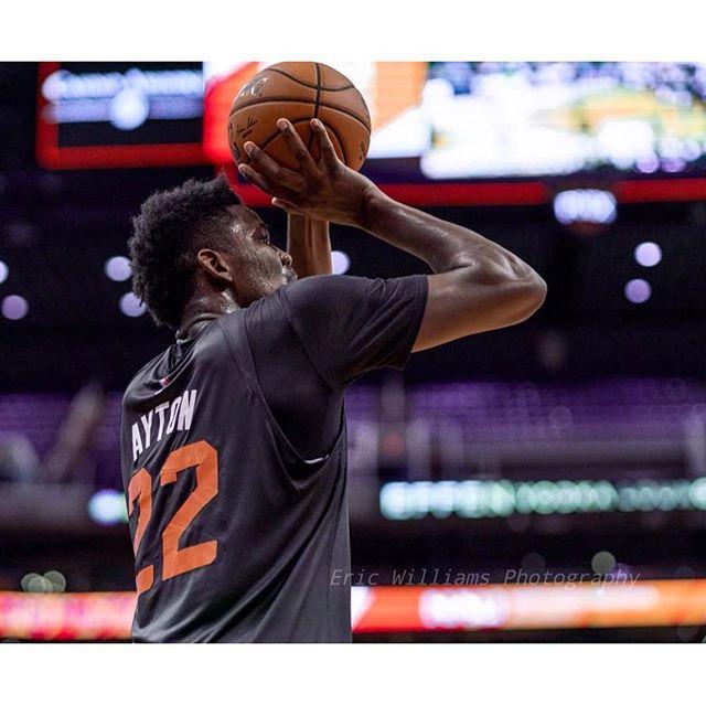 状元艾顿NBA生涯首秀砍下24分9篮板