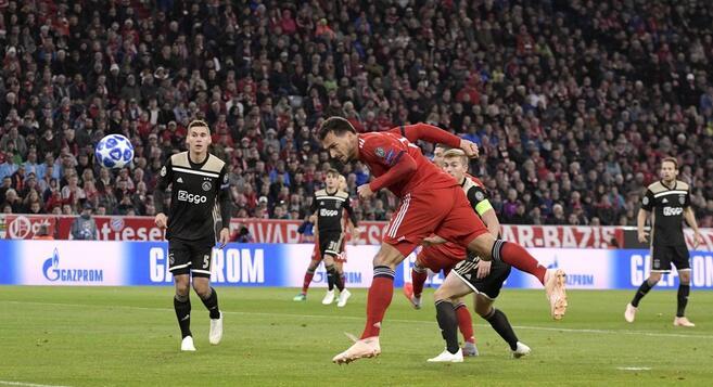 欧冠:胡梅尔斯赛季首球马兹拉维救主,拜仁1-1阿贾克斯