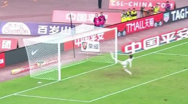 GIF:真拼!张修维门线解围阻止塔尔德利必进球