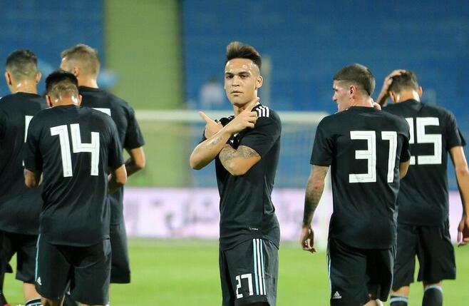 友谊赛:马丁内斯处子球迪巴拉献助攻,阿根廷4-0伊拉克