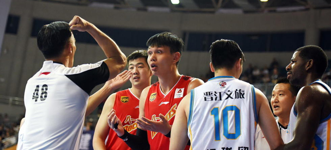 詹炜. 许钟豪:未与郅哥冲突, 只是告诉教练我能行
